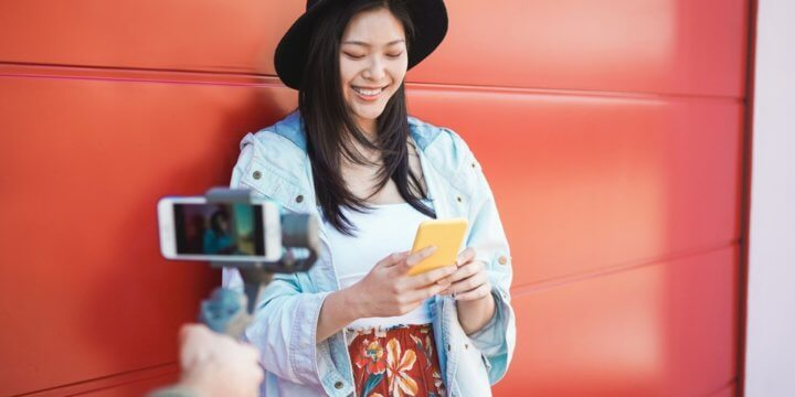 instagram-vlogger-smiles-at-engagement-rates